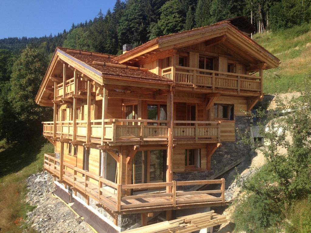 Maisons ossatures bois traditionnelles montage bois le for Montage maison bois